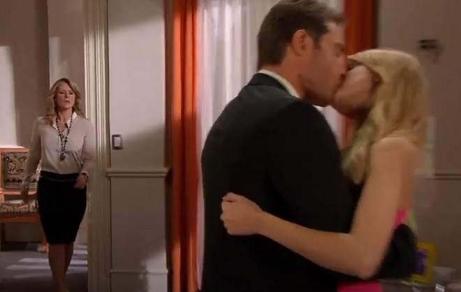 Amores Verdadeiros: Vitória flagra Nikki e Gusmão aos beijos