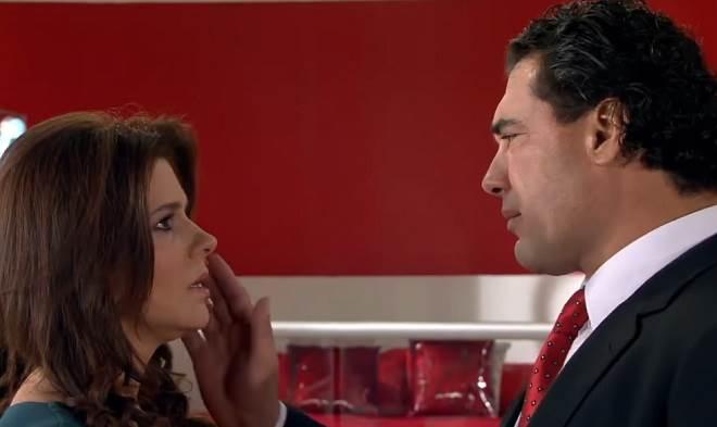 Amores Verdadeiros: José Ângelo tenta reconciliação com Cristina