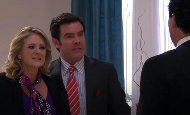 Amores Verdadeiros: Aguiar revela para Vitória que Kendra espera um filho de Nelson