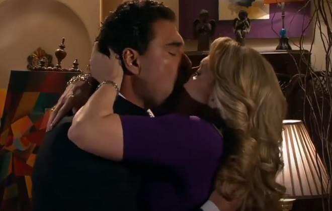 Amores Verdadeiros: Aguiar beija Vitória e fala deles dormirem juntos
