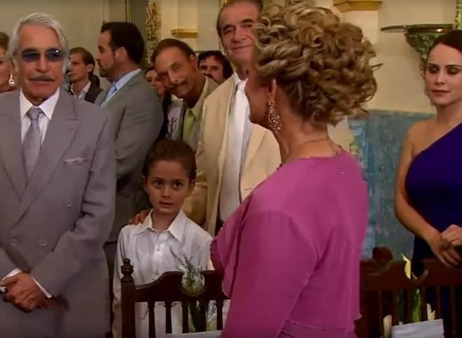 Filho de protagonista de Amores Verdadeiros faz participação em casamento da novela