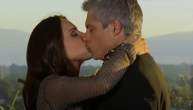 Amores Verdadeiros: Após permissão de Vitória, Adriana resolve dar uma chance para Carlos