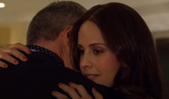 Amores Verdadeiros: Adriana mente e dá fora em Carlos
