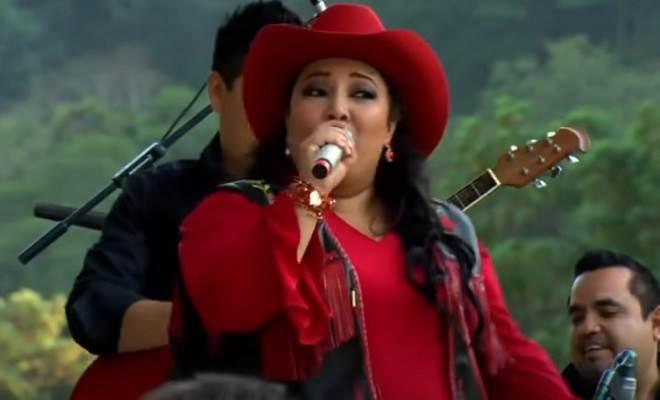 Amores Verdadeiros: Poliana vira uma cantora famosa
