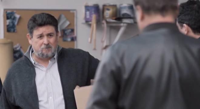 Te Dou a Vida: Nelson manda Pedro e seu pai para fora de sua oficina